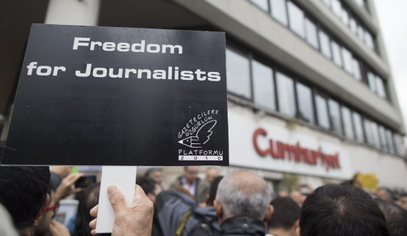 Protest in support of arrested Cumhuriyet newspaper journalists