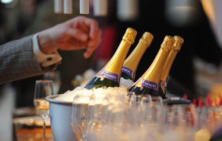 superreich-champagner